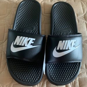 Nike Men's Slippers Size 10